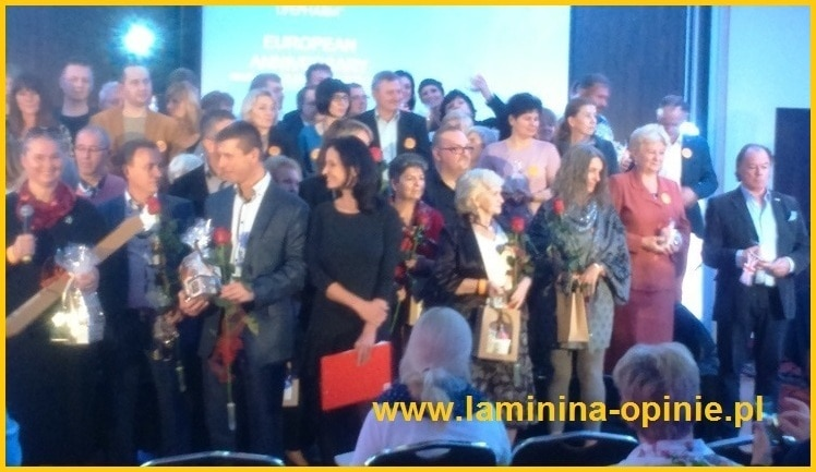 scena pelna liderow - laminina-opinie.pl